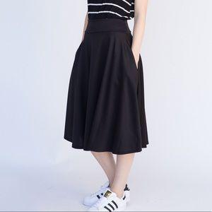 XXL Agnes & Dora Black Midi Skirt